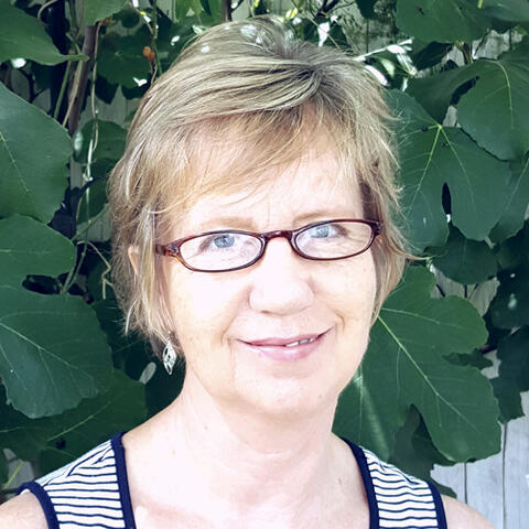 LInda Bennett wins writing mentorship