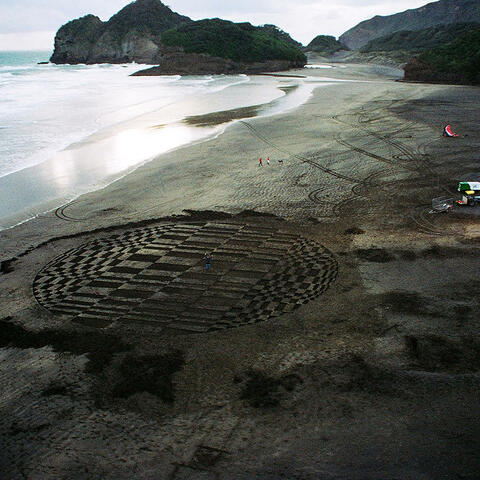 There Goes the Moon, 2009, Sand and Incoming Tide, diameter 32 m. Photo courtesy F.A.T. Productions and TVNZ7