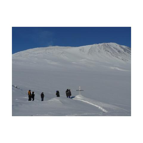 Image: Memorial cross at Mt Erebus. © Lou Sanson, Antarctica NZ Pictorial Collection: K325 07/08